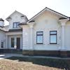 - Белый дом, белый декор. Фото фасада дома.