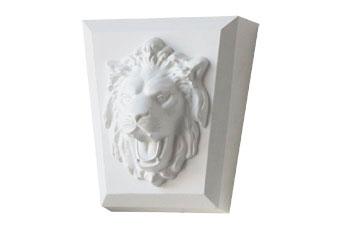 Новый замковый камень со львом