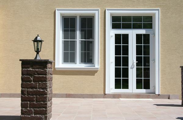 наличники на окна и двери из полиуретановых архитектурных элементов Регент Декор
