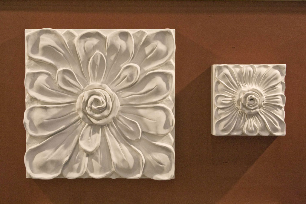 барельефы в форме цветов в стиле модерн