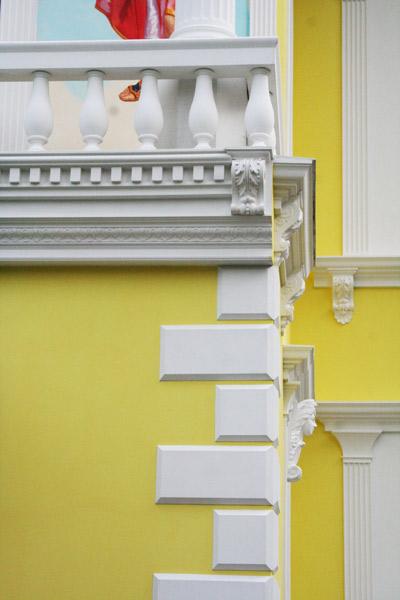 балюстрада на балконе особняка