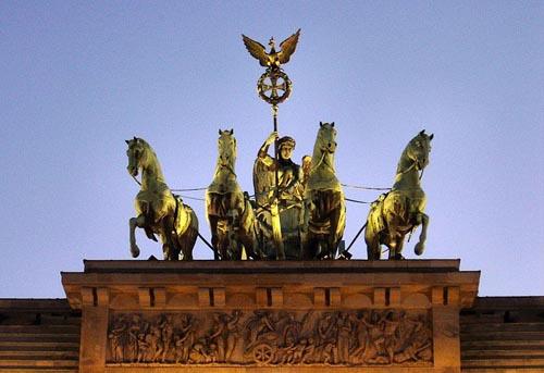 Статуя квадриги на Бранденбургских воротах
