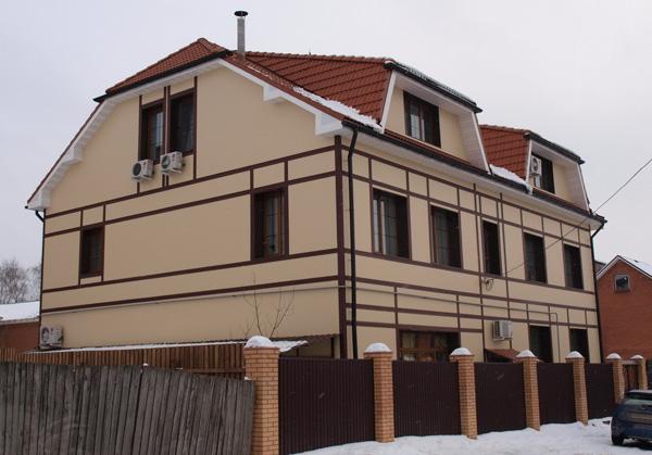 балки на фасаде - деревенский стиль фахверк, кантри-стиль был создан с...