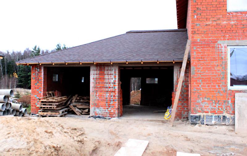 как делать гараж в загородном частном доме, реализация проекта, до монтажа лепнины