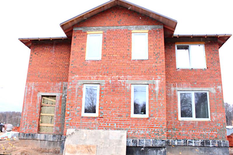 фасад строящегося дома до установки полиуретановых молдингов, как строить свой дом, фотографии