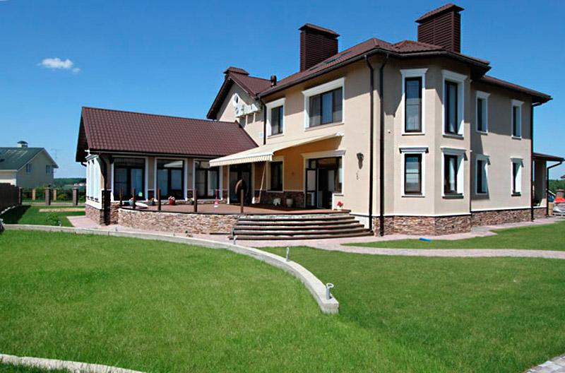 реализация проекта дома - фотографии, двухэтажный особняк, фронтоны на фасаде