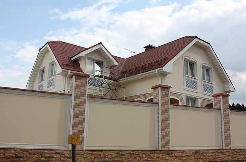дом с окнами модерн, тюнинг фасада, отделка в дизайне дома