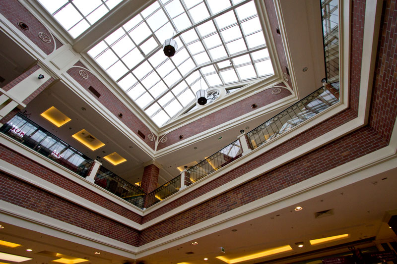 Оформление интерьера торгового центра