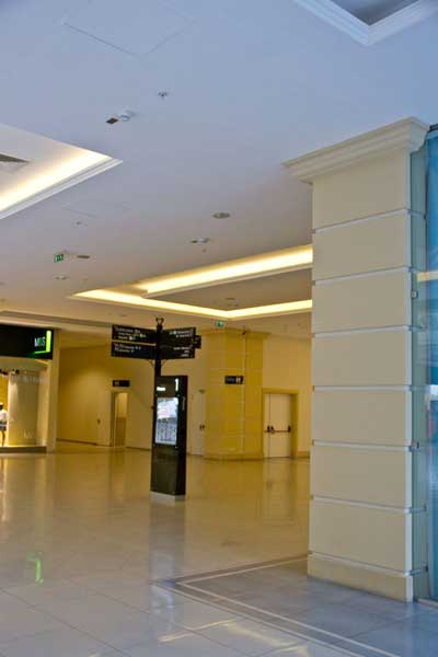 Оформление колонны и подвесного потолка