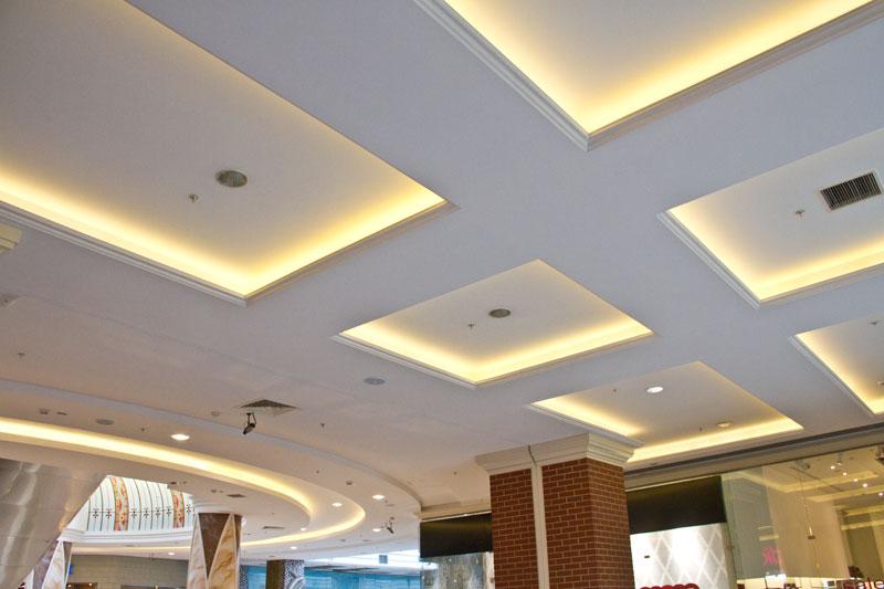 Декор навесного потолка лепниной