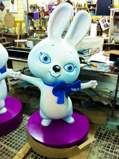 сделать фигуру из полистирола по индивидуальному проекту, заяц - символ Олимпиады 2014 года в России
