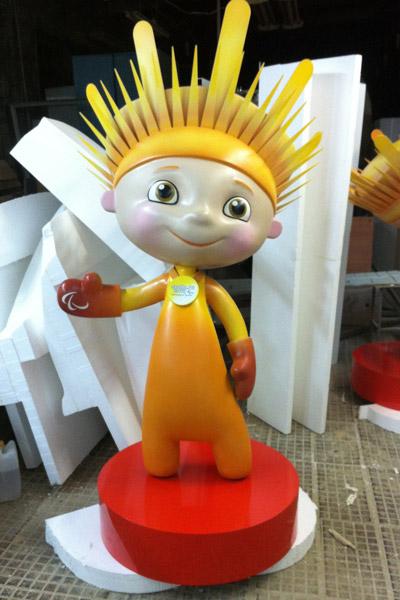Лучик - талисман зимних паралимпийских игр в России, символ олимпиады в Сочи 2014, заказ на изготовление фигур из полистирола  большого размера