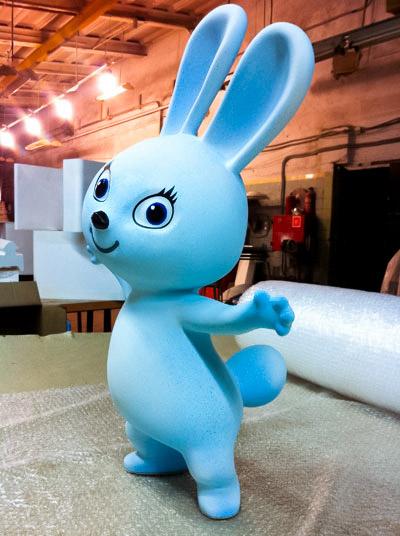 талисман Олимпиады 2014 - белый зайка с бантом, фигура большая из полистирола, заяц, изготовление формы на заказ
