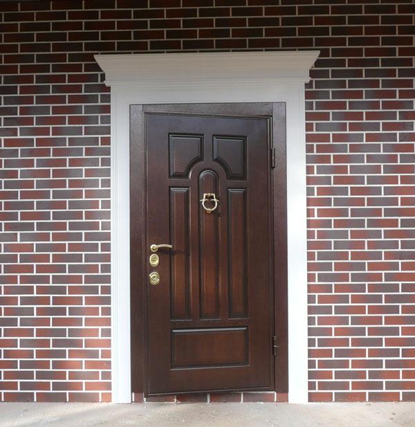 оформление входной двери в дом