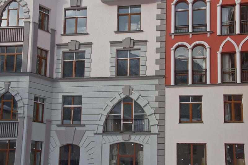оформление окон, входных групп фасадным декором
