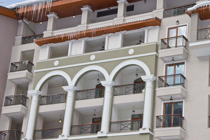 фасадная лепнина из полиуретана для домов и гостиниц