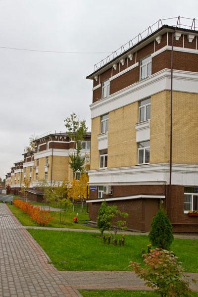 Фасадная лепнина на фасаде домов в жилос комплексе