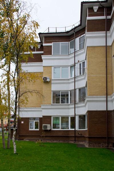 Фасад жилого дома - фото