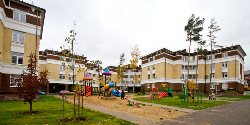жилой посёлок оформлен регент декором - полиуретановой лепниной