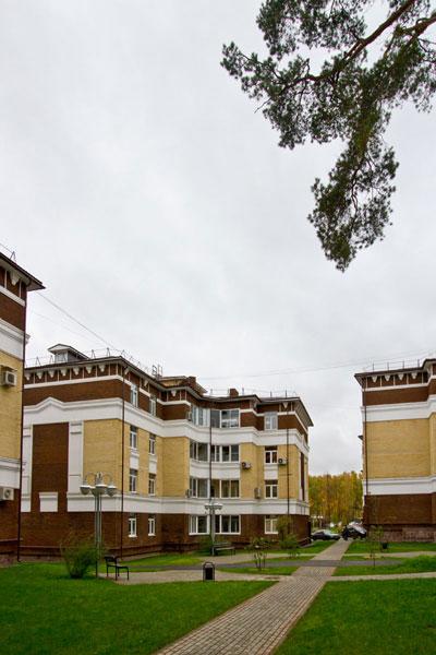 дом с архитектурным декором из полиуретана (ппу)