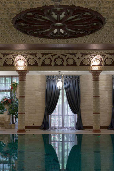 декоративные розетки из полиуретана, потолок, стены, бассейн и колонны в интерьере, молдинги и карнизы из полиуретана купить