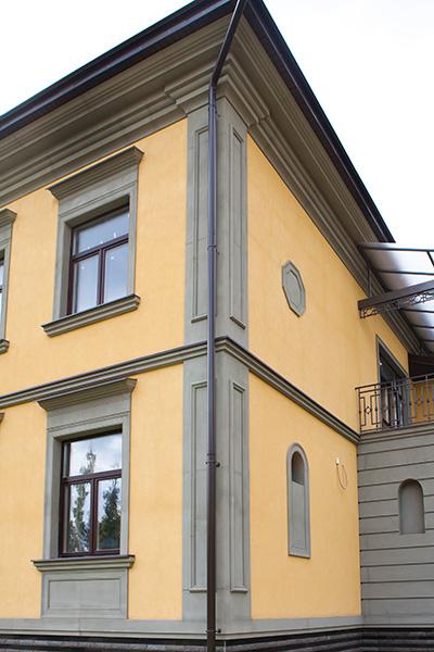 как оформить угол дома, угловые элементы фасада, полиуретановая лепнина, необычные дома, элитная недвижимость, как продать дом дороже
