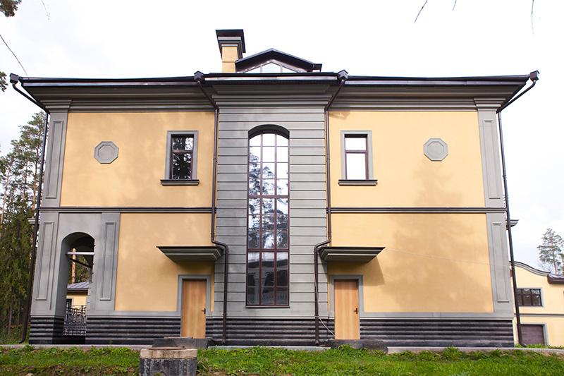 лепной декор, фасадная лепнина, фасадный декор, декоративные элементы, окна декор, декор из полиуретана, изделия из полиуретана
