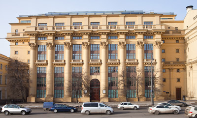 жилой дом на моховой, желтый дом на манежной площади, колонны, проект архитектора жолтовского, гвоздь в гроб конструктивизма