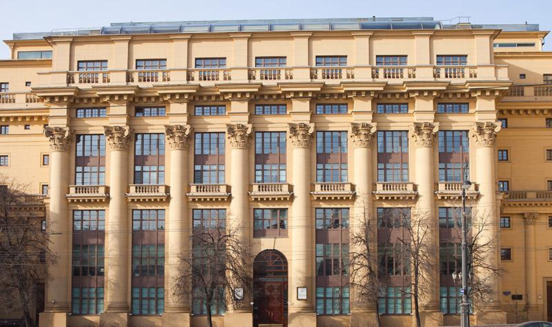 неоклассицизм, архитектор Жолтовский, здание на Моховой, статья об архитектуре, декор фасада, советский зодчий