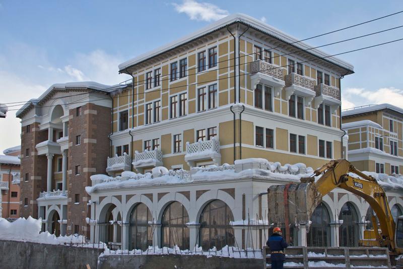 монтаж декора из полиуретана, оформление балконов в многоэтажных зданиях