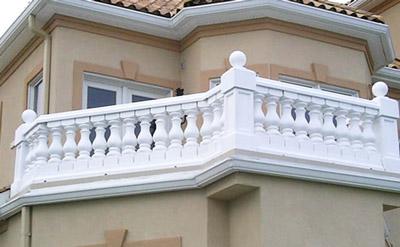 балкон в загородном доме, декор балкона, балюстрада из полиуретана