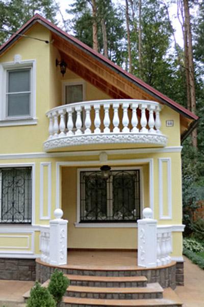 полукруглый балкон, дачный дом, балкон и крыша, как сделать балкон, оформление загородного дома