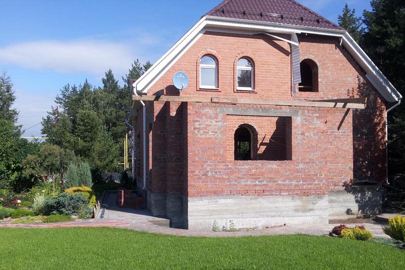 фото фасада частного загородного дома, купить молдинги, карнизы, лепнину из полиуретана