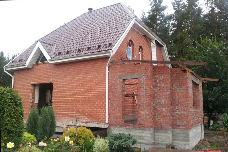 отделка фасада из кирпича, как монтировать полиуретановую лепнину, строительство и ремонт загородного дома