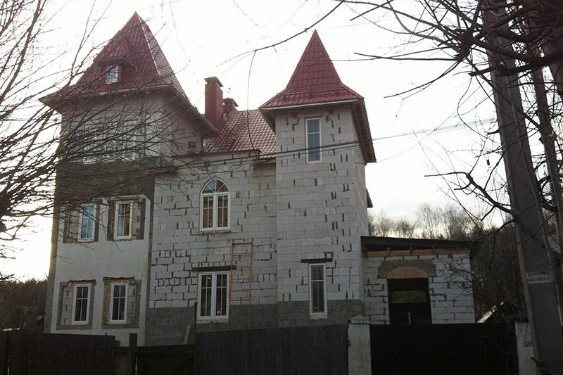 фотографии строительства дома, кирпич и клинкер, реализация проекта постройки загородного дома