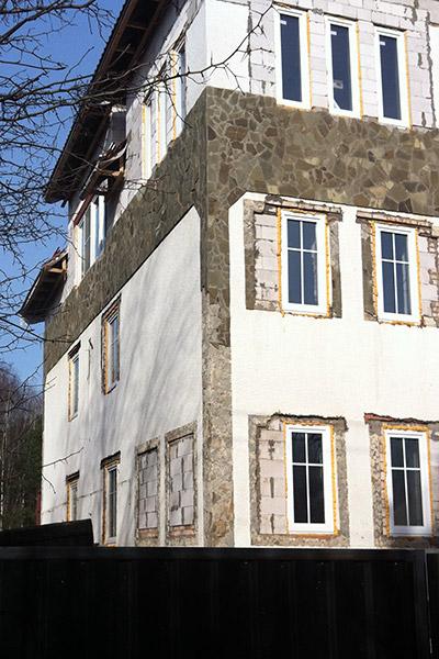строительство и  отделка домов, полиуретан в отделке дома, коттедж по проекту, заказанному в Регент декор