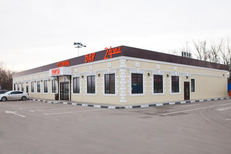 фасад ресторана, лепнина из полиуретана, оформление окон, дверей, фото полиуретановой лепнины