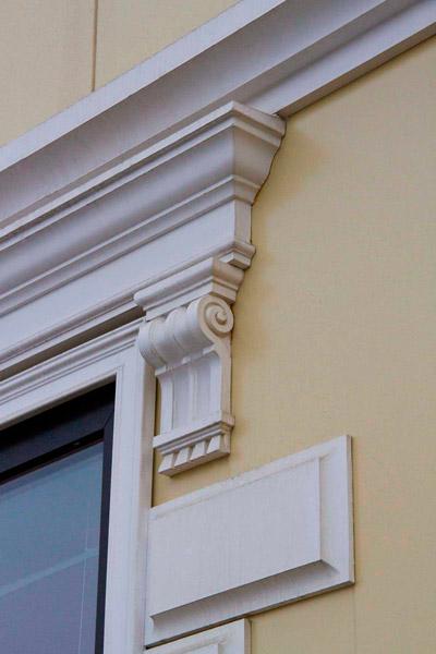 консоль из полиуретана, как установить лепной декор на фасаде дома,. декор из полиуретана, изделия из полиуретана, купить карниз, консоль