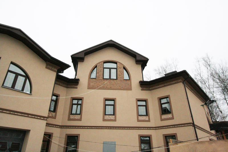 дизайн фасада в бежевых тонах