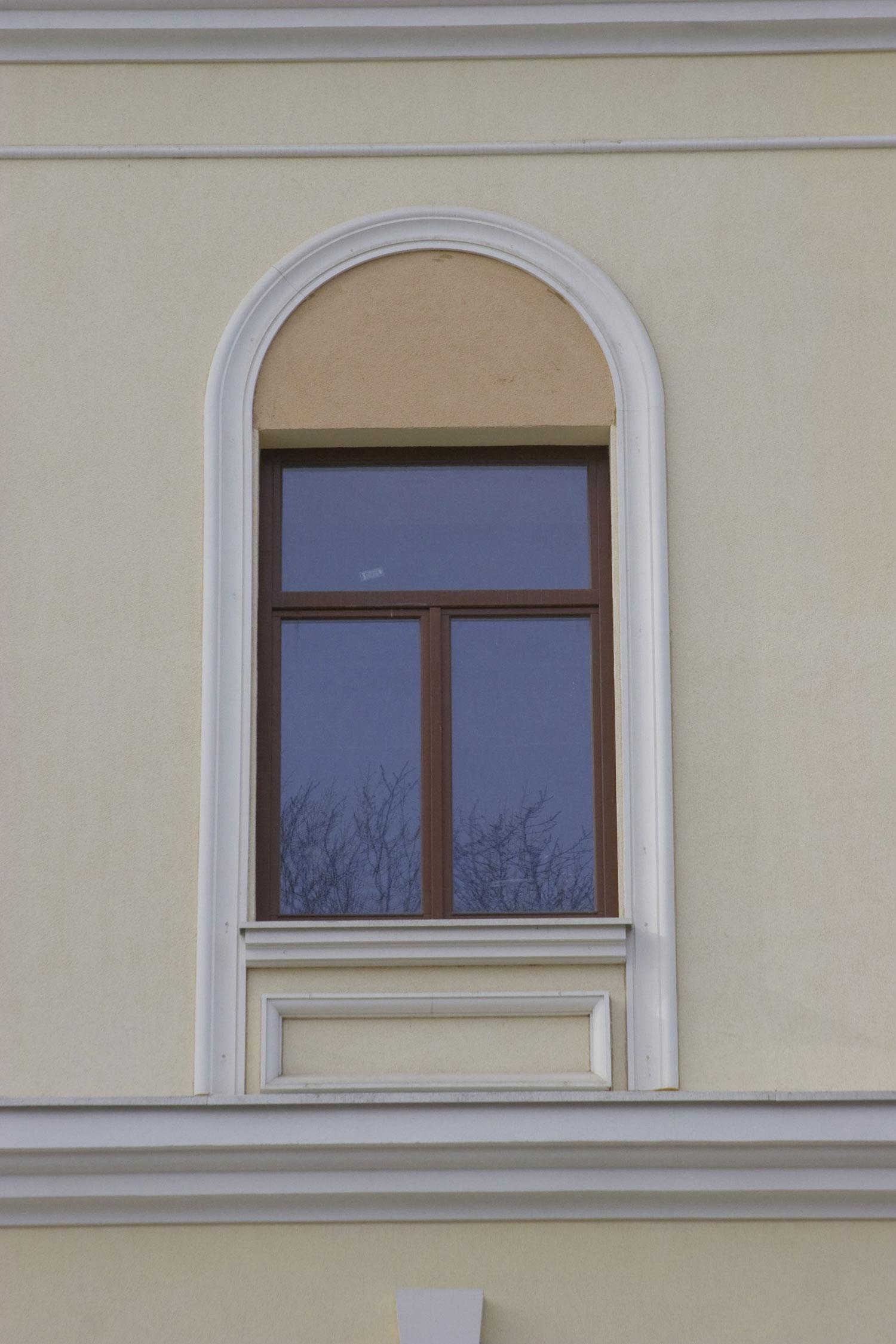 фото обналички на окна из полиуретана том, что возраст